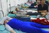 Bình Dương: Nghi ngộ độc sau bữa ăn trưa, hàng trăm công nhân nhập viện