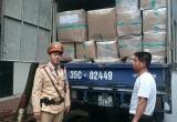 Lợi dụng sáng sớm để chạy 'xuyên' Thủ đô, một xe tải hàng lậu bị thu giữ
