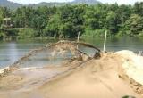 """Thừa Thiên Huế: Người dân thuê đò """"chặn"""" cát tặc ở sông Hương"""