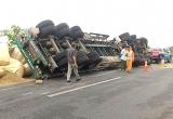 Tai nạn giao thông Plus: Va chạm với xe chở đất, chồng tử vong, vợ nguy kịch