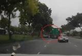 [Clip]: Container vượt ẩu gây tai nạn rồi bỏ chạy