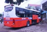 Gia Lai: Bị kẹt số, một xe khách lao vào nhà dân