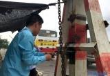 Hà Nội: Phụ xe buýt kiêm nhân viên mở barie