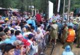 Quảng Ninh: Hàng nghìn du khách mắc kẹt trên đảo do ảnh hưởng của bão số 2