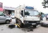 Bình Dương: Ô tô 'điên' tông hàng loạt phương tiện, đôi nam nữ bị hất văng lên vỉa hè