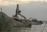 Hàng loạt bãi vật liệu xây dựng lộng hành trong mùa lũ ở Bắc Từ Liêm