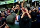 TP Hồ Chí Minh: Cả tuyến phố tê liệt vì đội quân 'cướp' tiền cúng cô hồn