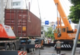 Đà Nẵng: Xe ô tô tải mất lái, nhiều người thót tim vì thùng container rơi ngay giữa đường