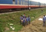 Băng qua đường sắt, xe máy bị tàu hoả đâm trúng khiến 3 người tử vong