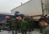 Nghệ An: Tai nạn liên hoàn, tài xế mắc kẹt trong ca bin