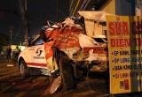 Bình Dương: Đậu xe trên vỉa hè bất ngờ bị container tông trúng, tài xế taxi tử vong