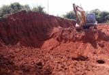 """Kon Tum:  Huyện Ngọc Hồi """" buông lỏng quản lý'' để các đối tượng khai thác đất trái phép"""