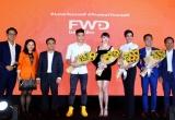 Thủ môn Bùi Tiến Dũng và Hoa hậu hoàn vũ H'Hen Niê cùng tham gia sự kiện của FWD Việt Nam