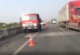TP HCM: Xe ben cháy trên cao tốc, tài xế chạy bộ hơn 1km nhờ trợ giúp