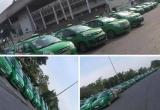 """""""500 anh em"""" taxi Mai Linh tụ họp tại đại bản doanh để 'tìm' người đàn ông cầm gạch tấn công tài xế?"""