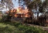 Hà Giang: Nghi chập điện, 2 nhà sàn 3 gian bị lửa thiêu rụi