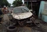 Đắk Lắk: Xe ô tô mất lái tông sập cổng nhà dân lúc rạng sáng khiến 4 người bị thương
