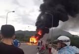 Thừa Thiên Huế: Xe khách đang lưu thông đột ngột bốc cháy trên cầu Tuần