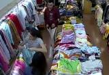 [Clip]: Cặp đôi cướp cửa hàng thời trang, đâm nhân viên nhiều nhát