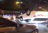 Clip xe sang Lexus lật ngửa 'phơi bụng' giữa đường