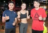 Tường Linh khoe vòng eo con kiến tại sân khấu thể thao