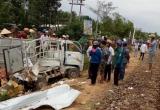 Thừa Thiên Huế: Tàu hỏa hất văng xe tải khỏi đường ray, 2 người thoát chết