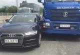TP HCM: Xe 'sang' va chạm với container, giao thông ùn tắc nghiêm trọng