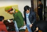 Clip: Khám xét nhà Hưng 'kính' và phòng làm việc của Phó ban quản lý chợ Long Biên