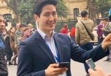 Phóng viên Hàn Quốc đẹp trai gây 'bão' cộng đồng mạng