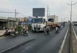 TP HCM: Container va chạm với xe máy, 2 người thương vong