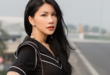 """""""Hoa hậu hàng không"""" Loan Vương diện đầm xẻ táo bạo sang Hồng Kông dự LHP Quốc tế"""