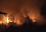 TP HCM: Cháy kho chứa vải trong đêm, cả khu dân cư náo loạn