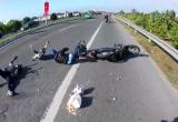 Clip: Phẫn nộ cặp đôi đi SH gây tai nạn cho cả gia đình rồi bỏ chạy