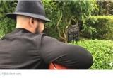 [Clip]: Người đàn ông ôm đàn hát trước mộ cố nhạc sĩ, ca sĩ Trần Lập gây 'bão'