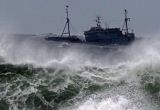 Quảng Bình: Nhiều tàu bị chìm, 6 thuyền viên mất tích