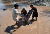 Gần 2 tỉ người trên thế giới vẫn đang uống nước bẩn