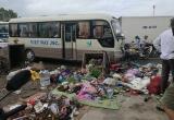 Hà Nội: Xe khách đâm liên hoàn xe máy, xe rác nhiều người bị thương