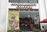 Hà Nội: Khách đi uống cà phê bị dập ngón tay, Highlands Coffee dường như vô cảm!