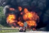 Xe chở xăng cháy dữ dội trên Cao tốc Nội Bài - Lào Cai: Cấm xe trong 38 km do cầu hư hỏng