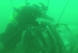 Cận cảnh thu hồi mảnh vỡ của máy bay quân sự Tu-154 dưới đáy biển