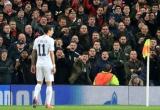 M.U bị UEFA phạt sau khi để CĐV ném chai vào Di Maria