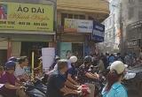 Hà Nội: Clip cháy cột điện giữa trưa, nhiều người hoảng loạn