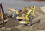 Hai bờ sông Hồng bị biến thành… bãi chứa vật liệu