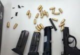 Bố con hầu tòa vì mua bán súng đạn