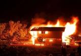 'Ma men' dẫn lối sau cơn say, thanh niên xách can xăng đốt cả nhà bố mẹ