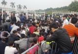 Hàng nghìn người chen lấn, xô đẩy mua vé trận Việt Nam - Indonesia