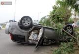 Tai nạn giao thông Plus: Ô tô lật ngửa, xe máy nát bét sau cú va chạm kinh hoàng