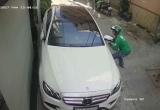 Nam thanh niên mặc đồng phục GrabBike, bẻ trộm gương xe ô tô của ca sĩ Tố My bị xử lý thế nào?
