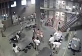 [Clip]: Hỗn chiến kinh hoàng trong nhà tù lớn nhất nước Mỹ