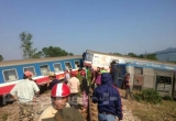 Thừa Thiên-Huế: Tàu hỏa va chạm với xe ben, ít nhất 3 người thiệt mạng